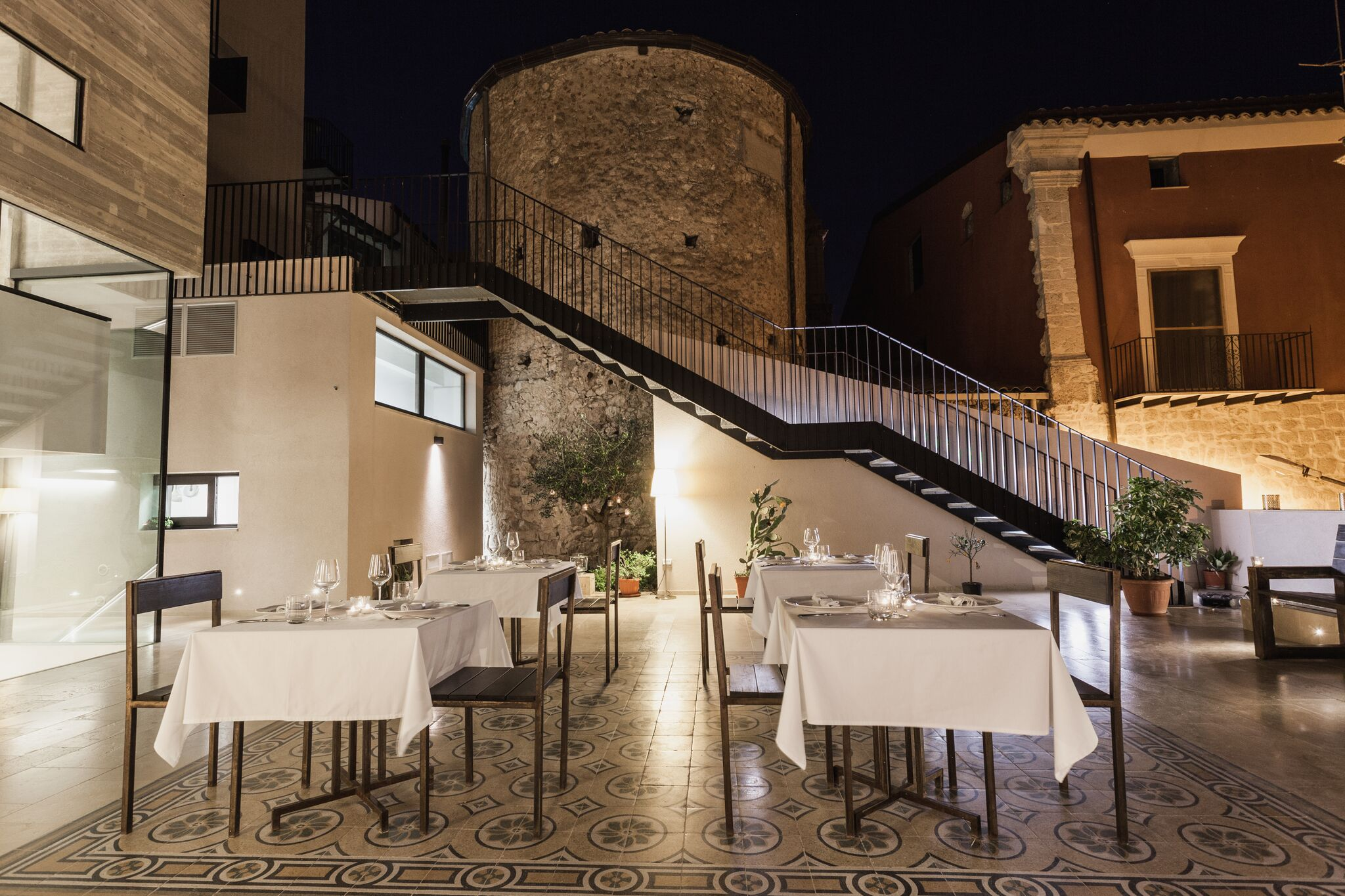A new hotel in the heart of authentic sicily between for Design hotel sicilia